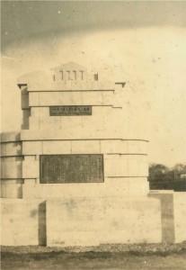 12 信濃川補修工事竣工を記念して作られた碑