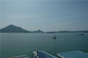 興居島全景:フェリー船上