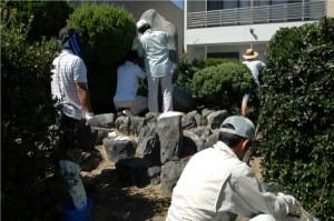 顕彰碑の補修作業