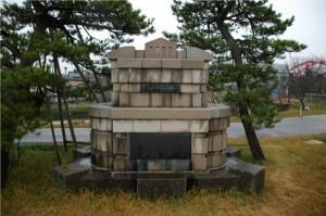 信濃川補修工事記念碑