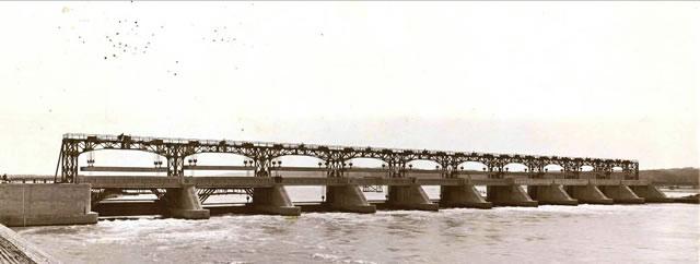 宮本武之輔が設計施工した大河津分水可動堰の勇姿
