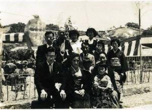 6 顕彰碑の除幕式の記念写真