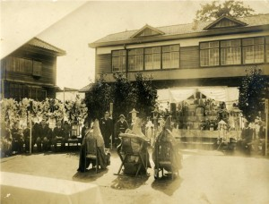 8 窪内石太郎の村民葬1