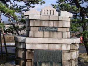 8 信濃川補修工事竣工記念碑