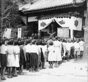 興居島で行われた村民葬